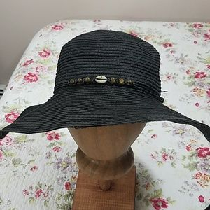 Straw hat, black with shell design